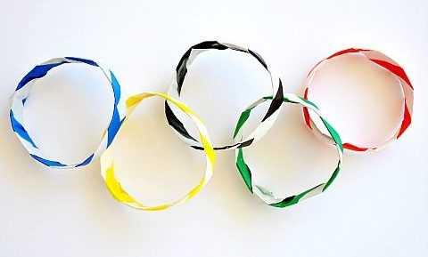 https://crayonboxchronicles.com/2014/02/04/kid-made-origami-olympic-bracelets/