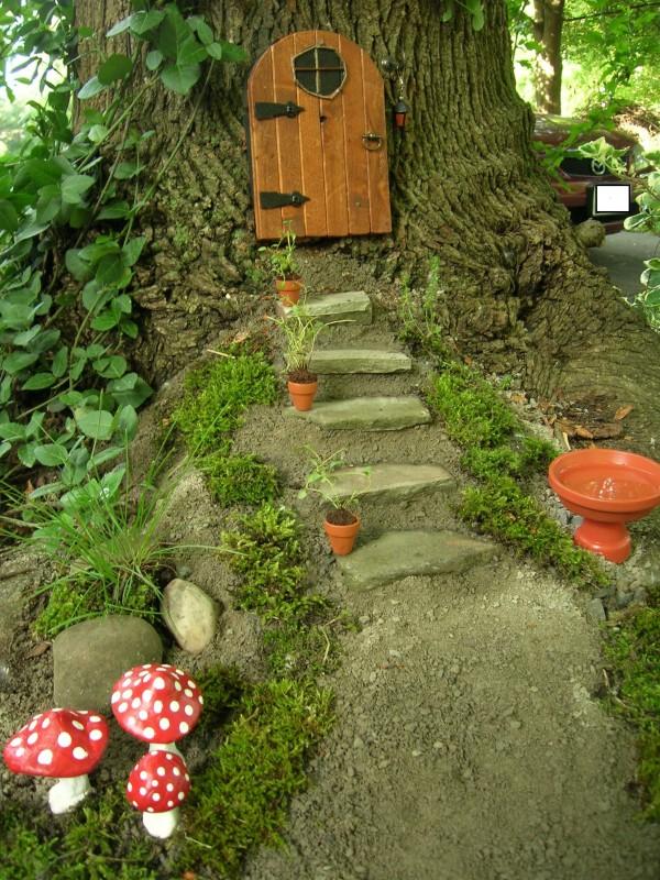tree trunk garden